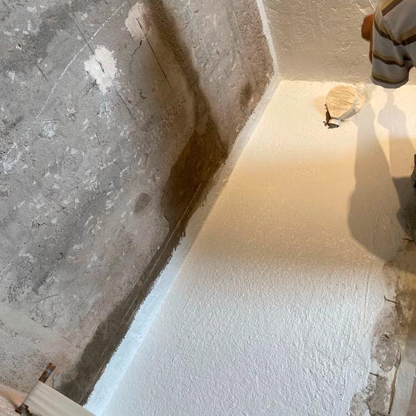 Vista de solera para ducha. Nuestros clientes nos eligen por realizar obras con limpieza, esmero y cuidado del detalle.